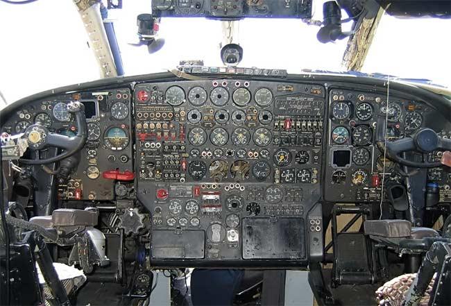 АН-12 Военно транспортный самолет и один из самых массовых самолетов- участник многих фильмов про авиацию.